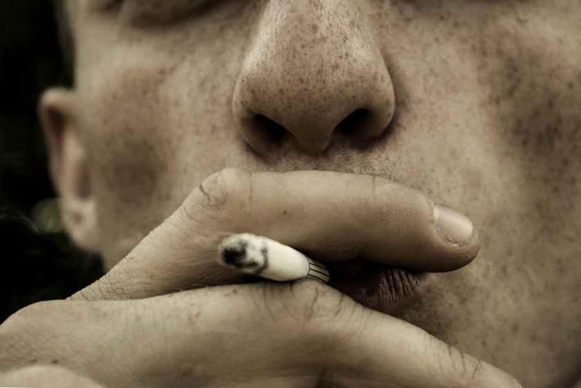cigar cigarette close up fingers